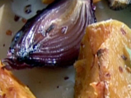 CCBGF113_roasted-pumpkin-and-red-onion-with-honey-dressing_s4x3_al